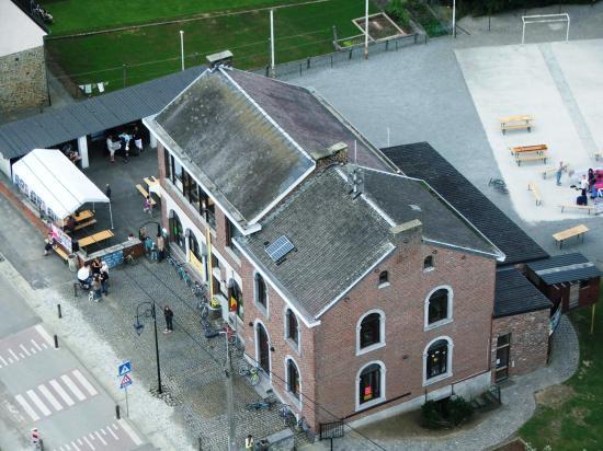 Vues aériennes de l'école.